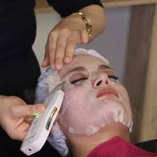 پاکسازی صورت در آرایشگاه کرج
